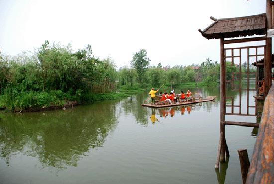Daqian Natural Villa Resort: 竹筏漂流