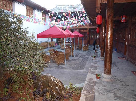 Tonghua Boutique Inn Lijiang Guwang Jinlai : 休闲院落