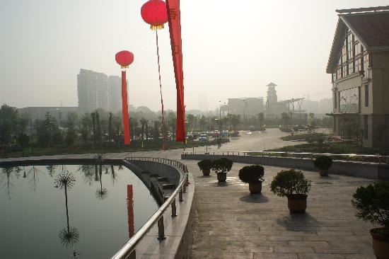 Jinling Kouzi International Hotel: 停车场