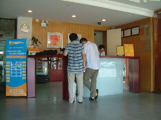 Pod Inn Nanjing Normal University Wutaishan Sports Center: 大堂1