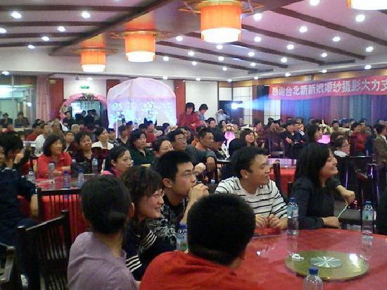 Dongfang Homeland Hotel: 人山人海