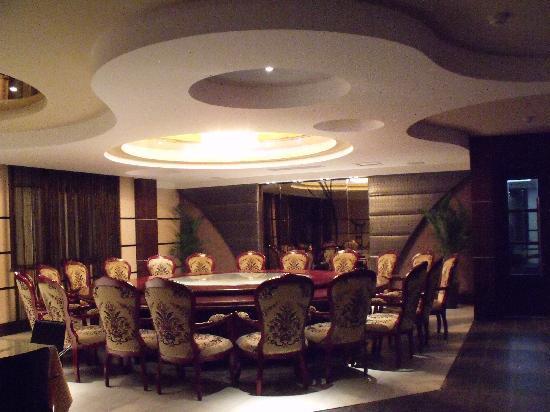 Wuxue, China: 皖西第一厅