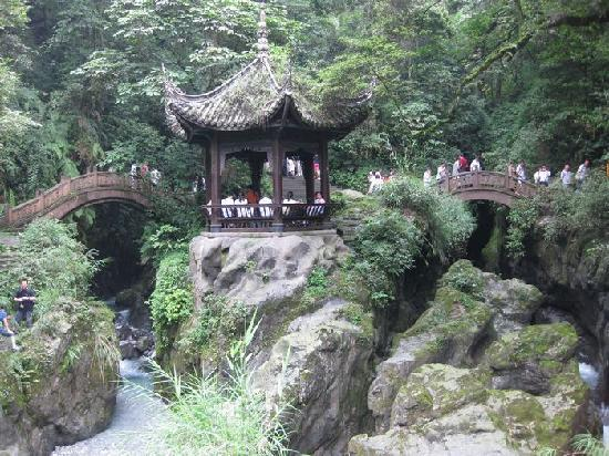 Mount Emei (Emeishan): 山、水、小亭——峨眉山的双桥清音
