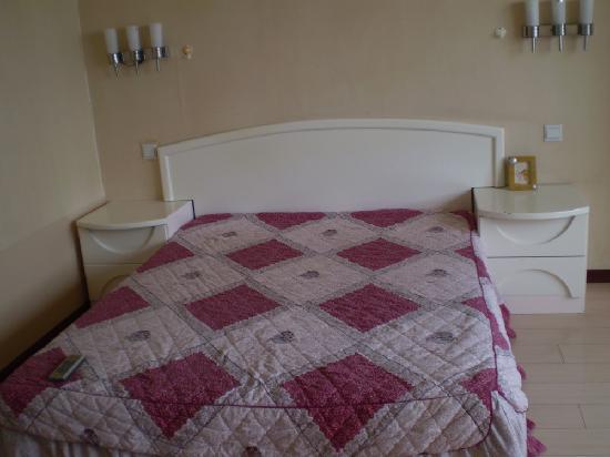 Honglin Hotel: 13842887650