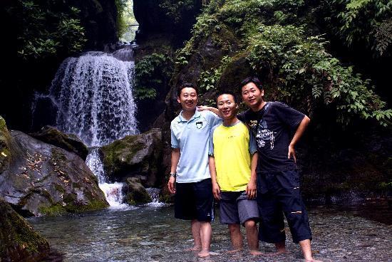 Mount Emei (Emeishan): 夏季玩水