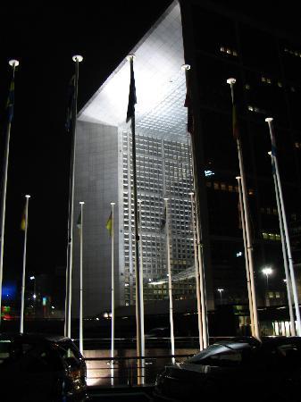 ฮิลตัน ปารีส ลา เดฟ็องส์: 从酒店看新凯旋门