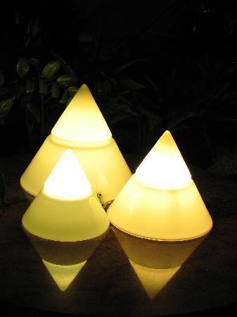 ฮิลตัน ปารีส ลา เดฟ็องส์: 酒店的锥形灯