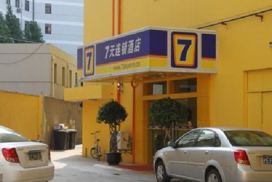 7 Days Inn (Shanghai Dabaishu)