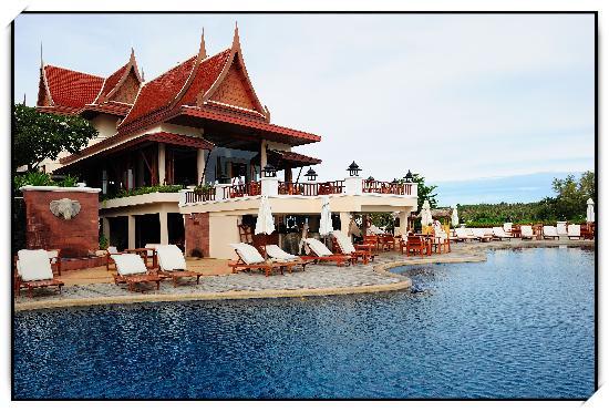 Q Signature Samui Beach Resort : 度假村泳池