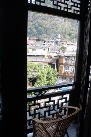 Yangshuo Friend Hotel: 阳台的椅子