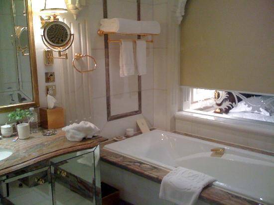Legendale Hotel Beijing: 浴室