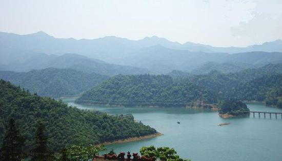 Anren County, China: 青山绿水