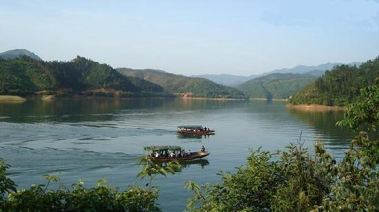 Anren County, China: 青山绿水