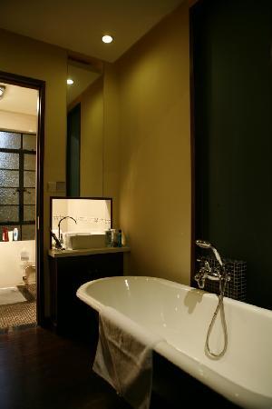 KeTangJian Boutique Hotel (Wuyuan Road): 敞开式的卫浴