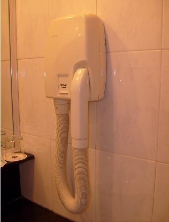 Metropark Service Apartment Shanghai: 吹头发的,这种吹风机我只在健身房用过