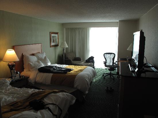 Elizabeth, NJ: 宽敞的房间