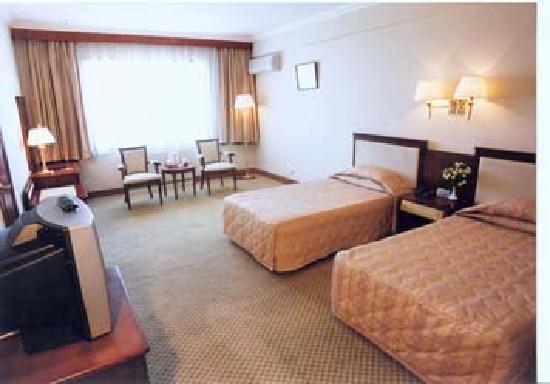 Sanhe Hotel: 890