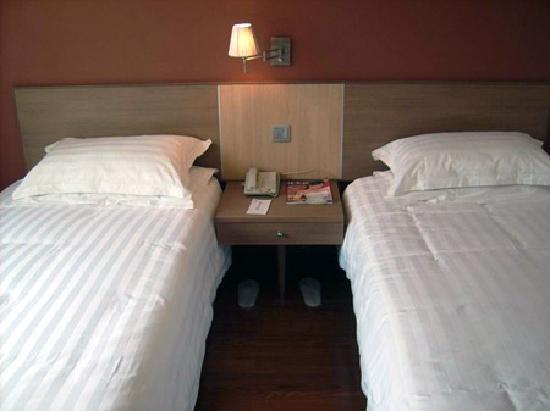 Yayue Hostel