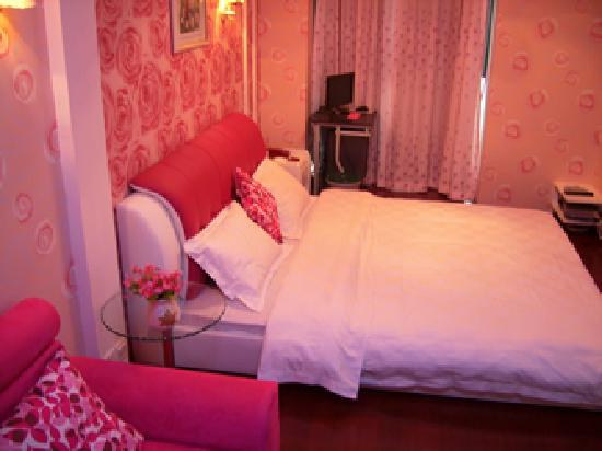 2599 Love Theme Apartment Walking Street Xinqingnian: 312