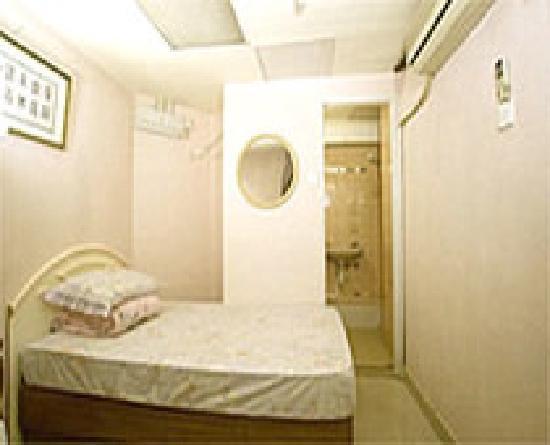 Chung Kiu Inn: 1