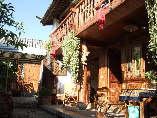 Gelulu No.68 Hostel: 阳光直射的哦~~