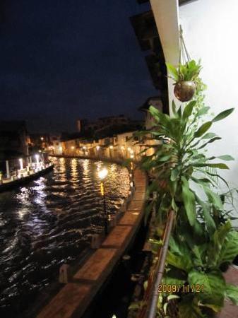 River View Guest House: 露台看马六甲河夜景