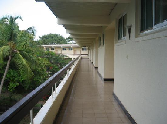 Bintumani Hotel: floor
