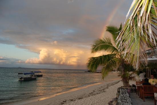 كاست أواي أيلاند فيجي: 夕阳下的大海