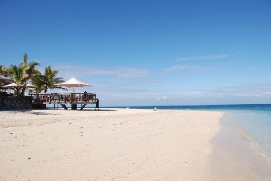 Castaway Island Fiji: 酒店门前的沙滩