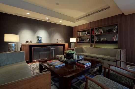 Les Suites Orient, Bund Shanghai: 2F Lounge area