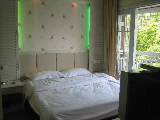 Jiangjinlou Hotel : 酒店观景大床房