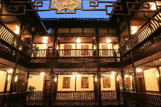 BuddhaZen Hotel: 酒店天井的夜景