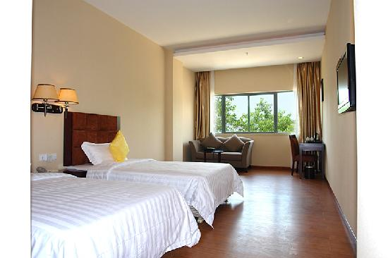 Gangwan Business Hotel : 房间:面积30平方米;床型床宽:2张床/1.2x2米;6-7层/14间;空调,冰箱,液晶电视,保险柜,免费提供宽带上网;独立卫生间,24小时热水。