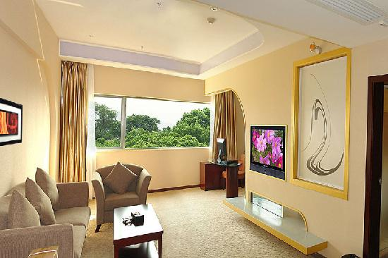 Gangwan Business Hotel : 房间面积:55平方米;床型/床宽:1张床/2米X2米;空调,冰箱,配有液晶电脑;液晶电视,保险柜,独立卫生间,24小时热水。