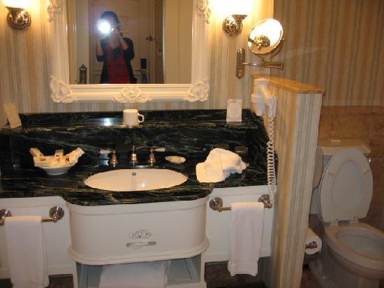 Hong Kong Disneyland Hotel: WASHROOM