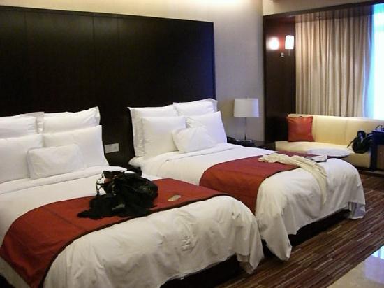 Renaissance Shanghai Zhongshan Park Hotel: 床很大