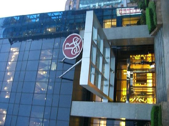 Renaissance Shanghai Zhongshan Park Hotel: 大门