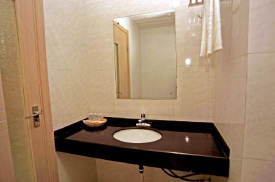 Jinzhou Express Hotel: 卫生间