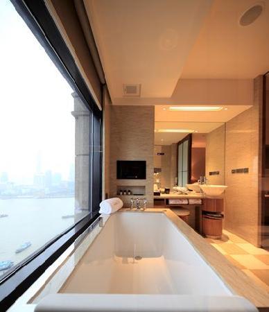 Les Suites Orient, Bund Shanghai: Shanghai Studio bathroom