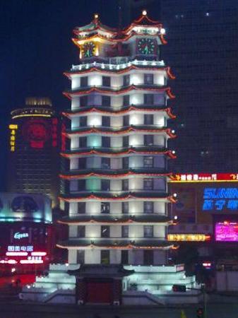 Home Inns (Zhengzhou Train Station): 二七紀念塔(夜景)