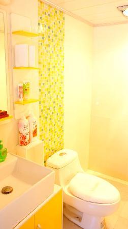 Wamao Inn: 干净的卫生间 带浴霸