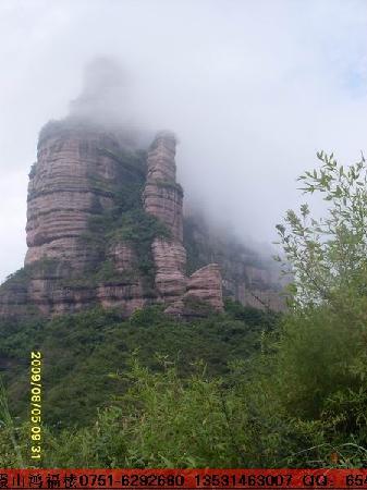 Danxia Mountain Hongfulou Hotel: 丹霞大石山景区巴寨
