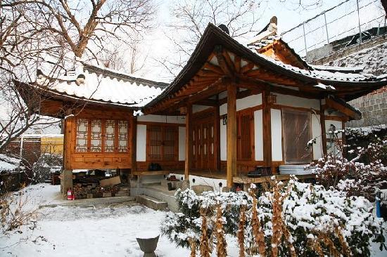 โซล เกสท์เฮ้าส์: 大雪下的guest house