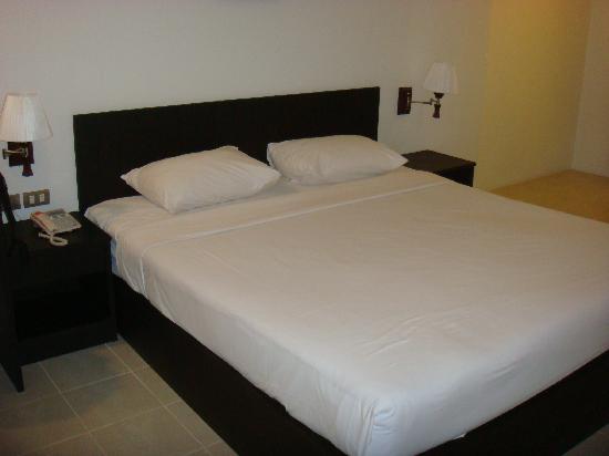 G.House: 床好大好白,呵呵