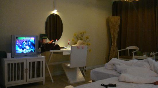 New Boost Hotel: 房间挺大的!!