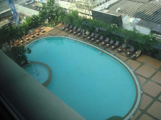 Novotel Bangkok on Siam Square: 酒店游泳池还不错,在楼顶上