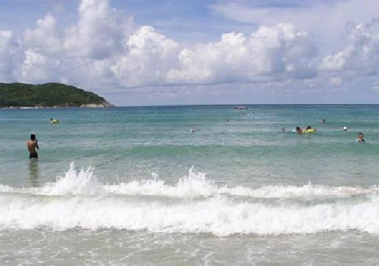 Dadonghai Beach : 这样的气候,这样的海水最适合下海嬉戏,和海水来个亲密接触吧!