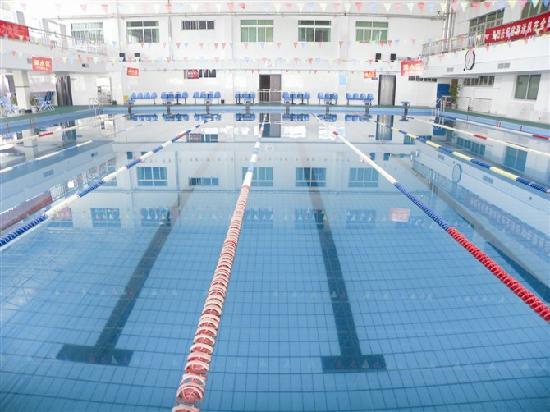 Risheng Hotspring Hotel: 日盛温泉大酒店内的室内游泳馆,一年四季恒温,是您锻炼身体的最佳去处
