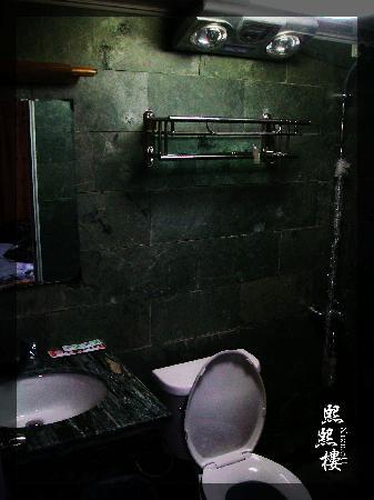 Lijiang XiXi Inn : 卫生间