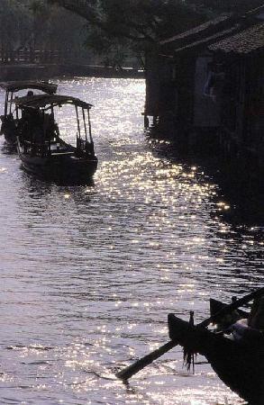 Wuzhen Water Town : 夕阳西下时的小舟轻荡